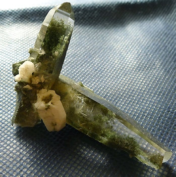 ヒマラヤ水晶原石緑泥石入り030
