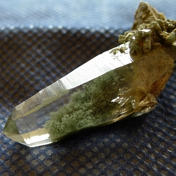 ヒマラヤ水晶原石緑泥石入り042