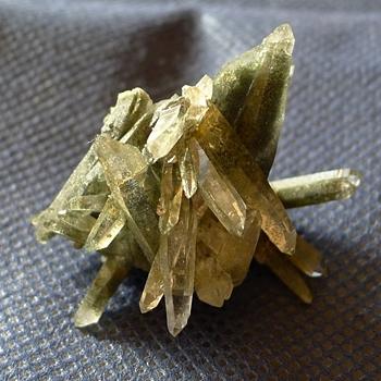 ヒマラヤ水晶原石緑泥石入り057