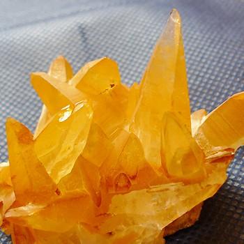 ヒマラヤ水晶原石特殊内包物008