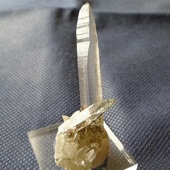 ヒマラヤ水晶原石特殊内包物040