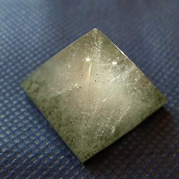 ヒマラヤ水晶丸玉・置物008