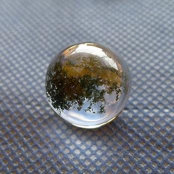 ヒマラヤ水晶丸玉・置物内包物入り009-2