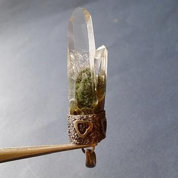 ヒマラヤ水晶ペンダント緑泥石入り060