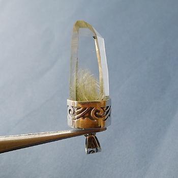 ヒマラヤ水晶ペンダント針金形状内包物入り050