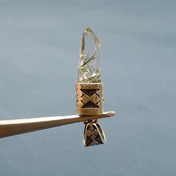 ヒマラヤ水晶ペンダント針金形状内包物053