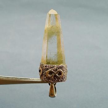 ヒマラヤ水晶ペンダント針金形状内包物054