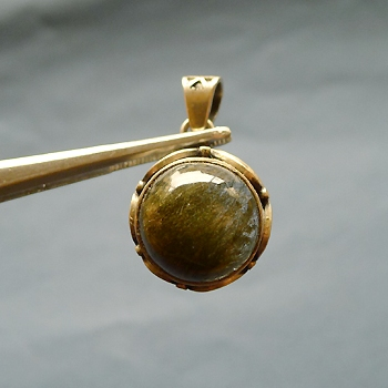 ヒマラヤ水晶ペンダント針金形状内包物059
