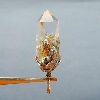 ヒマラヤ水晶ペンダント針金形状内包物067