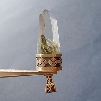 ヒマラヤ水晶ペンダント針金形状内包物071