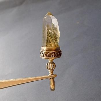 ヒマラヤ水晶ペンダント針金形状内包物077