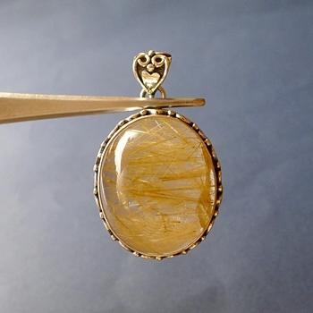 ヒマラヤ水晶ペンダント針金形状内包物082