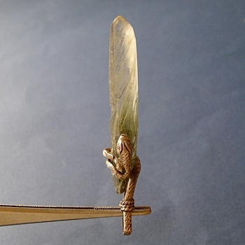 ヒマラヤ水晶ペンダント針金形状内包物083